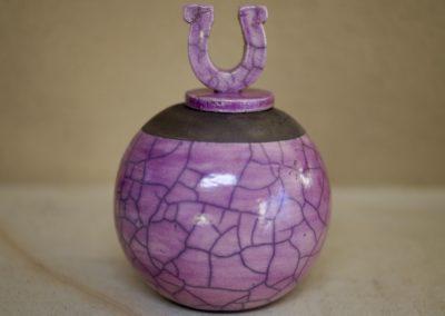 1501a-Urn met hoefijzer klein. €85,-