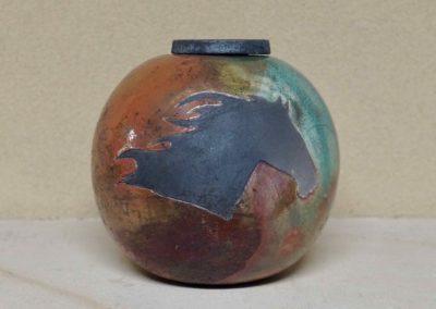 1517-Urn met paardenhoofd.