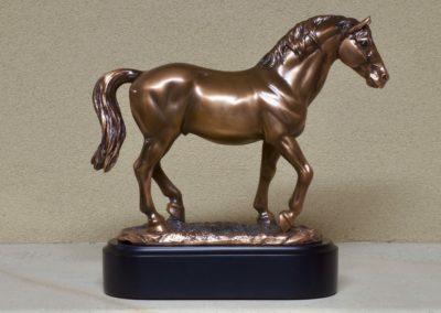 1523-Urn met paard op voet.