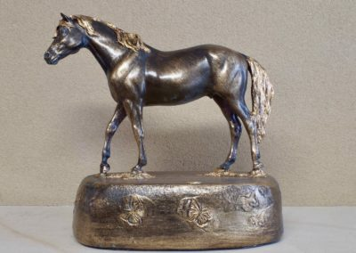 1544-Paard op voet.